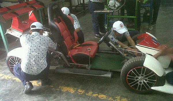 F: Yamaha V-Ixion berubah jadi mobil balap (Nurul Arifin / Okezone)