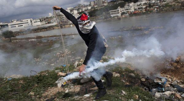 Warga Palestina yang melakukan perlawanan (Foto: AP)