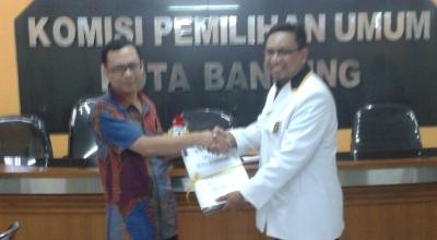 PKS serahkan daftar caleg ke KPU Kota Bandung (Foto: Tri Ispranoto/Okezone)
