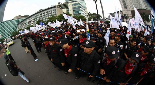 Massa buruh berkumpul di Bundaran Hotel Indonesia, hari ini. (foto: dede)