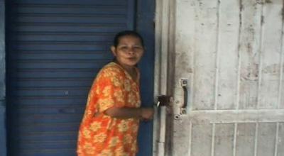 Warga Godong menutup toko dan mengungsi (Dok: Rustaman/Sindo TV)