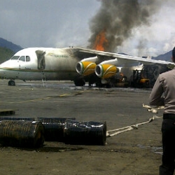 Pesawat NAC terbakar (Foto: Ist)