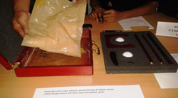 Paket narkoba yang diselundupkan dari India (foto: Tri Ispranoto/Okezone)