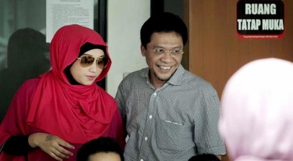 Achmad Fathanah dan istri ketiganya, Sefti (Foto: Yulianto/Koran Sindo)