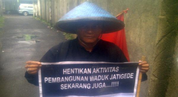 Salah seorang perserta aksi jalan kaki Sumedang-Jakarta (Foto: Oris/Okezone)