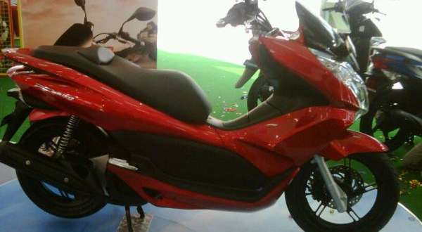 F: Honda PCX 150 (Okezone)