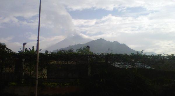 Hujan abu Gunung Merapi (Foto: Ridho Hidayat/Sindo TV)