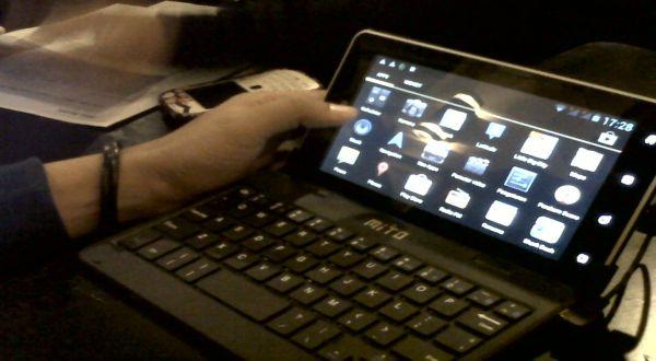 Mito T 520 Tablet Ekonomis Dilengkapi Keyboard
