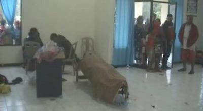 Jenazah imigran tewas akibat kapal karam (Foto: Rendra/Sindo TV)
