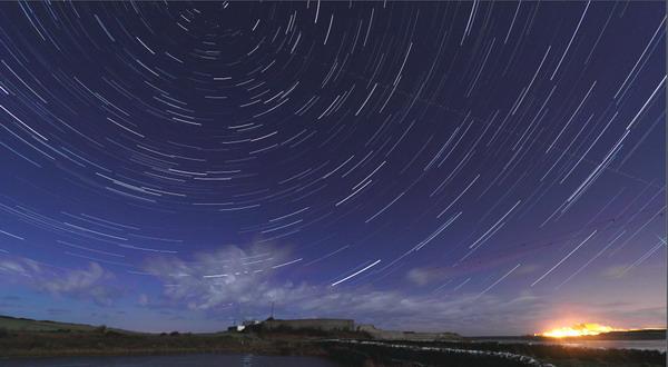 Yuk, Saksikan Meteor Shower Hiasi Langit Malam
