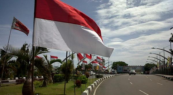 Merah Putih berkibar di jalanan Banda Aceh (Salman Mardira/Okezone)