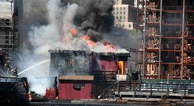 Ilustrasi kapal terbakar