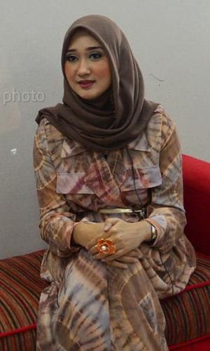 Iff Dian Pelangi Pamer Koleksi Khas Palembang Okezone Lifestyle