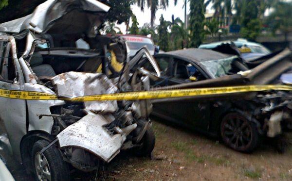 Kondisi mobil Dul (Lancer) pascatabrakan (Foto: Awaluddin/Okezone)