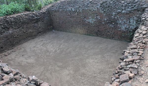 Bagian dari Benteng di Situs Biting yang merupakan Benteng Kerajaan Lamajang Tigang Juru (Nurul Arifin/Okezone)