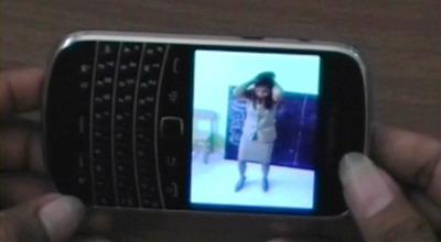 Oknum guru perempuan bergoyang di sekolah (Foto: Dion U/Sindo TV)