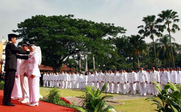 Jokowi melantik camat dan lurah (Foto: Aziz Indra/Sindo)