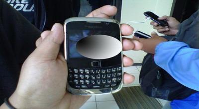 Pose bugil oknum polwan Brigadir RS (Foto: Tri Purna Jaya/Okezone)