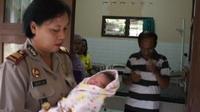 Bayi Laki-Laki Baru Lahir Ditemukan Pemulung di Tepi Jalan