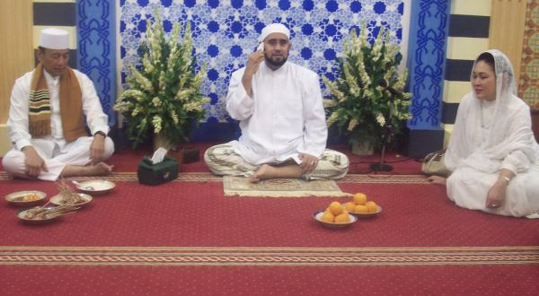 Wiranto Salawatan Bersama Ribuan Warga Solo di Masjid Kasunanan