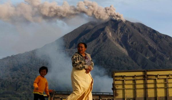 Gunung Sinabung (foto: Reuters)