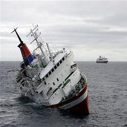 133 Kontainer Muatan Kapal Journey Dievakuasi dari Lautan