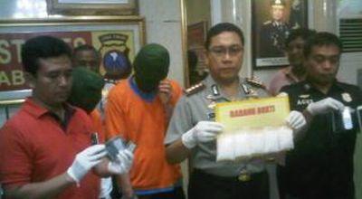 Dua Kurir Ditangkap Bawa Hampir Setengah Kilo Sabu