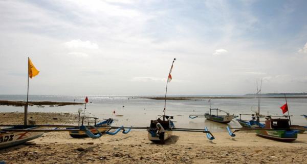 2 Perahu Nelayan Tenggelam Digulung Ombak