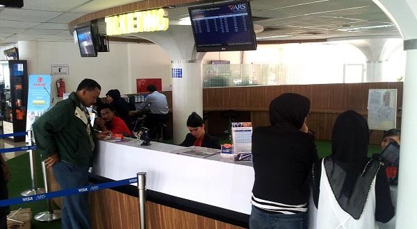 Operasional Kereta Khusus Bandara Merugi