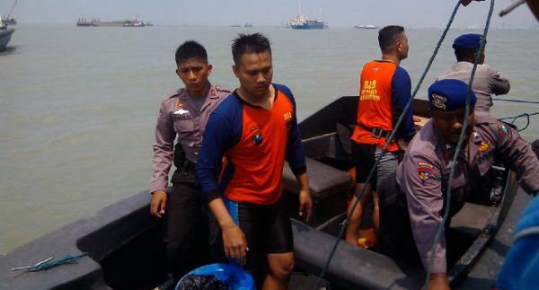 Upaya Evakuasi ABK dari Kapal Tenggelam Belum Membuahkan Hasil