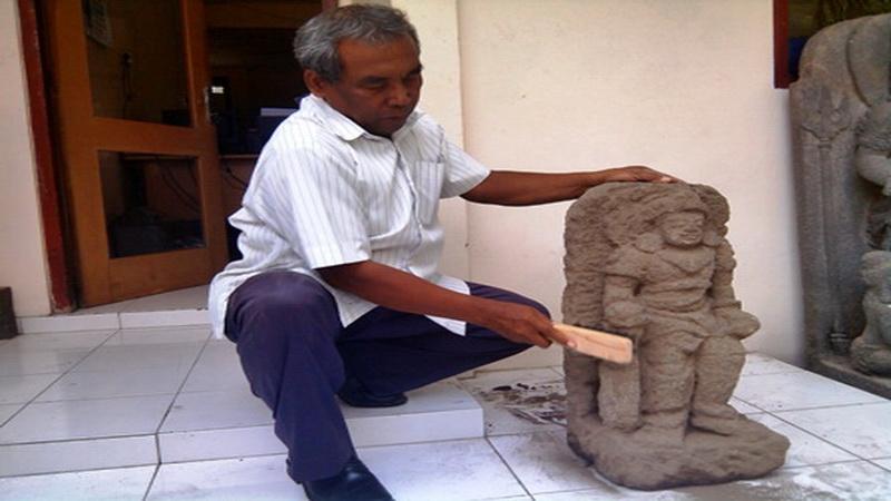https: img.okezone.com content 2014 10 21 340 1055184 arca-mataram-hindu-ditemukan-di-sleman-c8NXLCvuU8.jpg