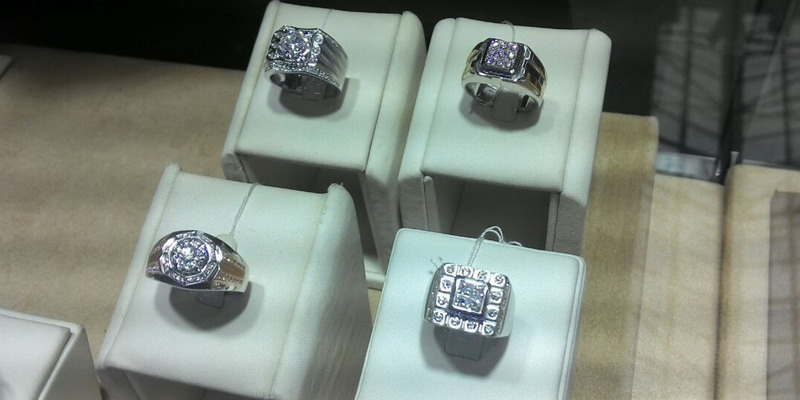 https: img.okezone.com content 2014 10 31 194 1059591 kosmetik-sebabkan-berlian-berubah-warna-Ih8z6tDZLa.jpg