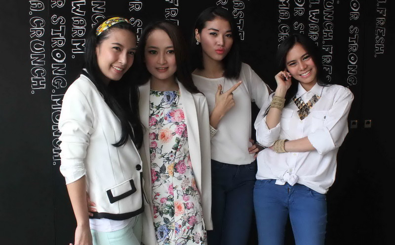 https: img.okezone.com content 2014 11 03 205 1060467 girlband-7-icons-berubah-jadi-the-icons-eNFK1w0aBp.jpg