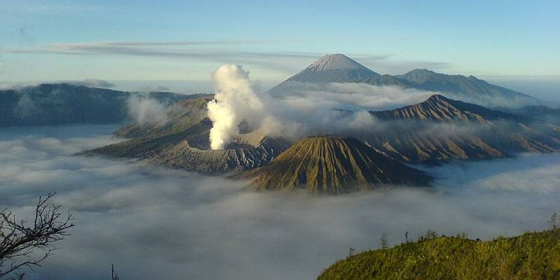 https: img.okezone.com content 2014 11 04 406 1060982 cross-border-cara-baru-indonesia-tingkatkan-wisatanya-cTPZ9FuXJT.jpg