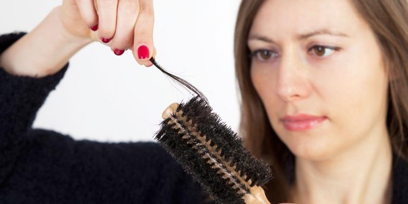 https: img.okezone.com content 2014 11 11 83 1063884 mengatasi-rambut-rontok-pascamelahirkan-pLCnIxmoe5.jpg
