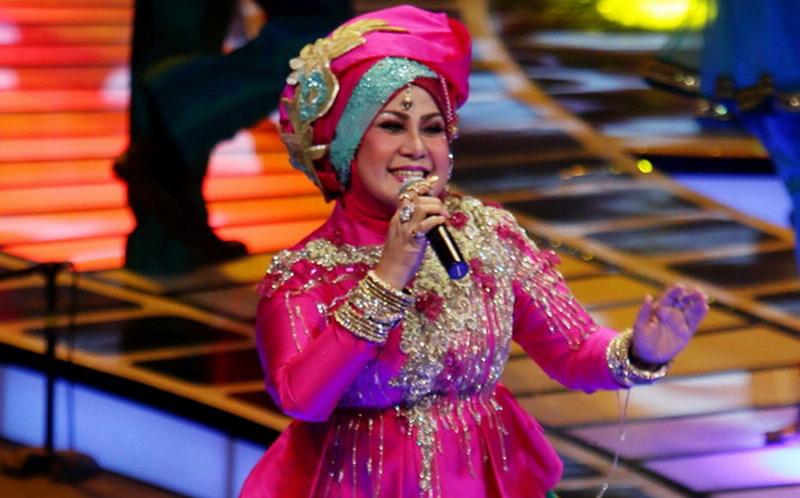 Cucu Elvy Sukaesih Tutup Usia : Okezone Celebrity