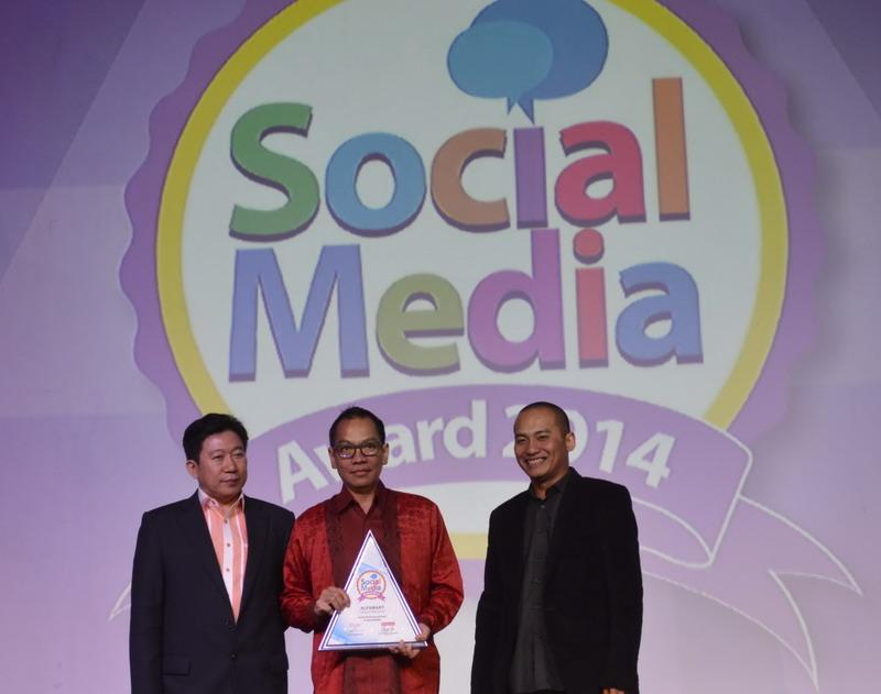 https: img.okezone.com content 2014 11 20 207 1068544 perusahaan-ritel-raih-penghargaan-social-media-JDOfjq63y3.jpg