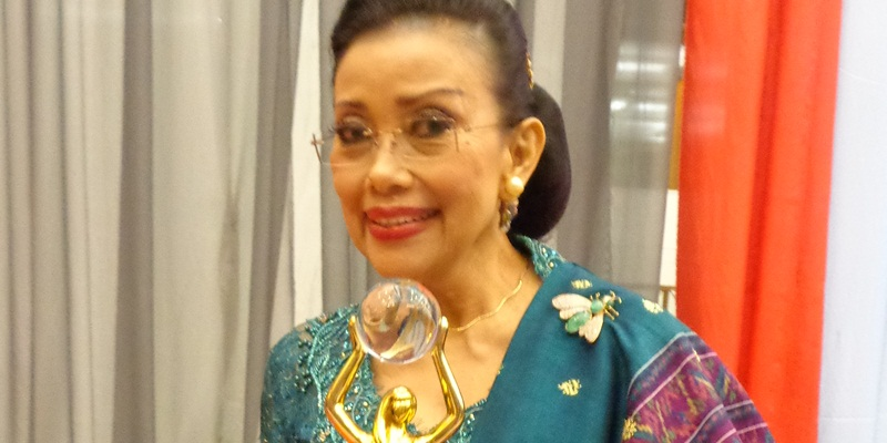 Mien R Uno Terima Gelar Lifetime Achievement Okezone Lifestyle