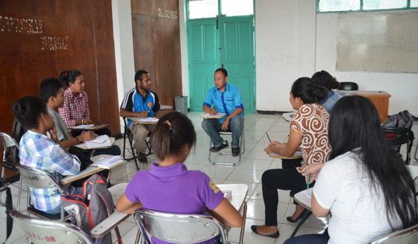 https: img.okezone.com content 2014 11 25 65 1070593 kisah-pemuda-jawa-bangun-budaya-baca-di-papua-g33S4fHi1C.jpg