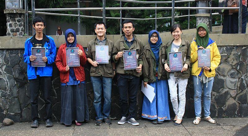mahasiswa berprestasi dapat penghargaan dari km itb