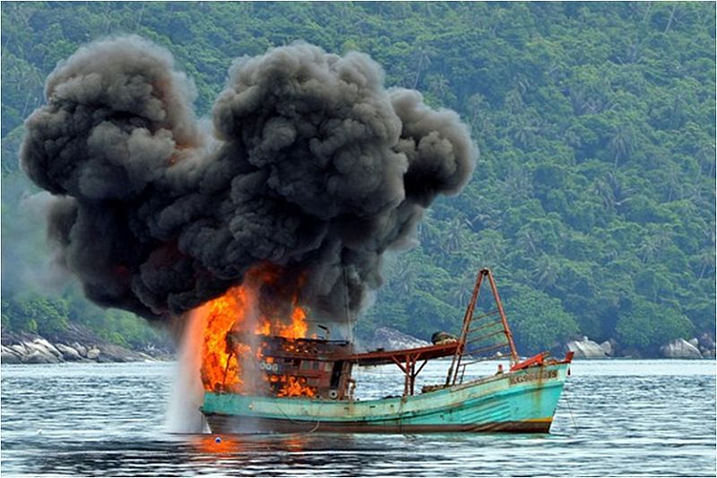 https: img.okezone.com content 2014 12 10 320 1077248 terapi-kejut-jokowi-bagi-pencuri-ikan-asing-rnKh98DgXU.jpg