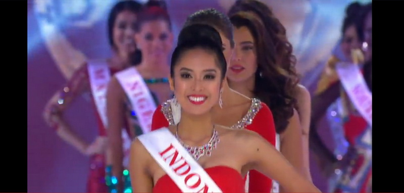 https: img.okezone.com content 2014 12 14 194 1079175 maria-rahajeng-masuk-25-besar-miss-world-Lw9tvR1Pki.jpg
