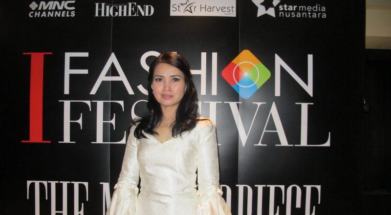 https: img.okezone.com content 2014 12 18 194 1080875 liliana-tanoesoedibjo-nilai-fesyen-indonesia-dipertimbangkan-dunia-aipavUbrMu.jpg