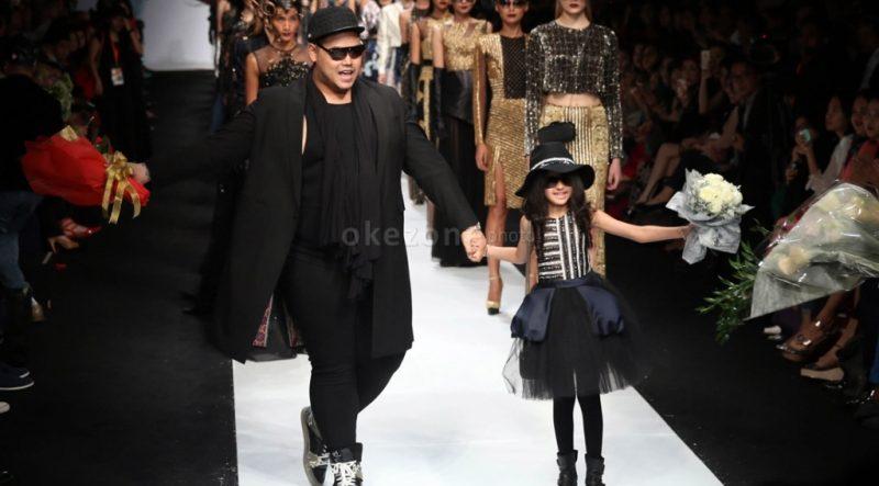 https: img.okezone.com content 2014 12 18 194 1081196 ivan-gunawan-ingin-i-fashion-festival-terus-terselenggara-Z2NFqTrJ5Z.jpg