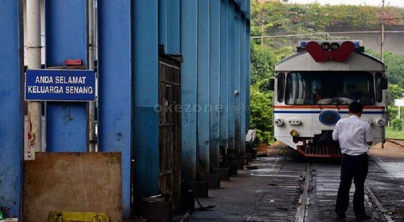 https: img.okezone.com content 2014 12 18 320 1080916 jokowi-percepat-pembangunan-trans-kereta-api-di-sumatera-46vJUZNGy8.jpg