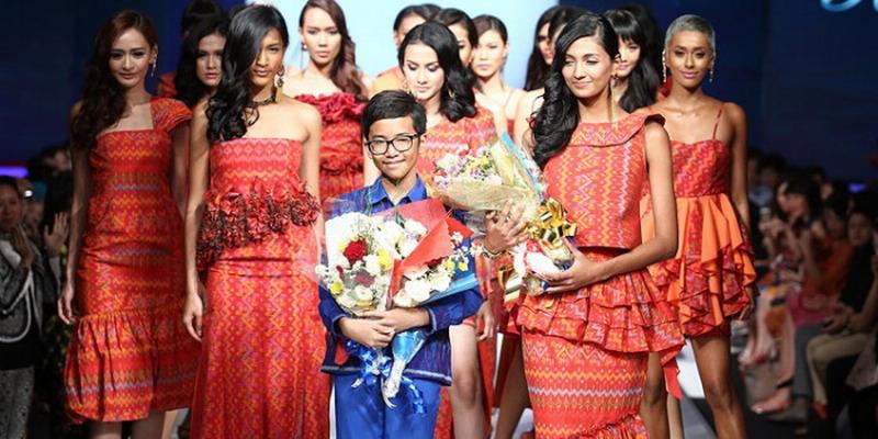 https: img.okezone.com content 2014 12 20 194 1081923 buku-internet-sahabat-terbaik-desainer-termuda-indonesia-hCy0VygXTa.jpg