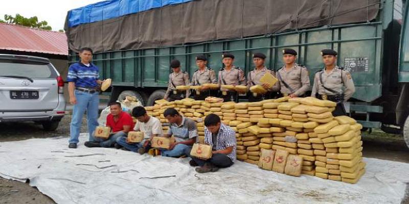 Image result for image Bau Ganja Kering di Truk Asal Aceh