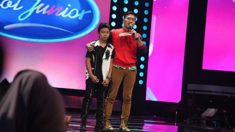 https: img.okezone.com content 2015 01 04 205 1087563 andi-tabah-tereliminasi-indonesian-idol-junior-gk7P2lhdAS.jpg