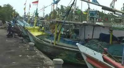 https: img.okezone.com content 2015 01 05 340 1087952 basarnas-cari-kapal-angkut-13-nelayan-yang-hilang-di-selat-madura-A37AUsQbti.jpg