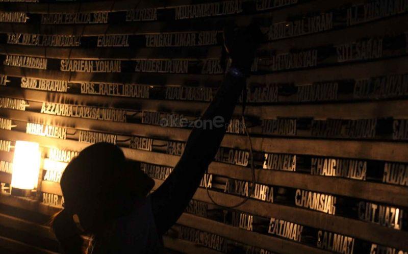 https: img.okezone.com content 2015 01 05 65 1087942 pelajar-inggris-galang-dana-untuk-korban-tsunami-aceh-5udUmhqlyF.jpg